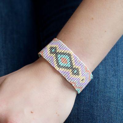 JBR-8 Med. Beaded Friendship bracelet