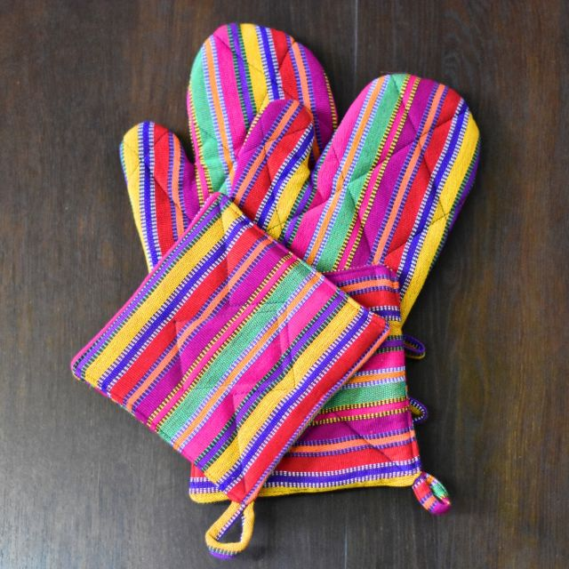 Guatemalan set of 2 potholders and oven mitts